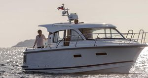New Nimbus 305 Coupe Express Cruiser Boat For Sale