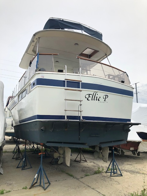 1977 Used Chris-Craft Commander Motor Yacht For Sale