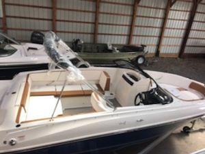 New Bayliner VR4 Bowrider Boat For Sale