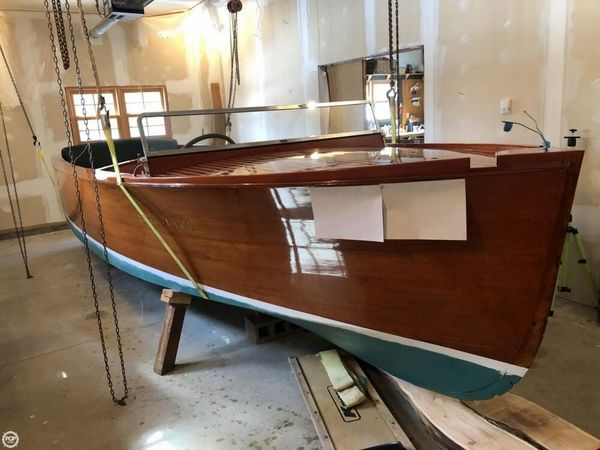 Used Chris-Craft 21 Deluxe Antique and Classic Boat For Sale
