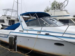 Used Trojan 10 Meter Mid-cabin Express Cruiser Boat For Sale