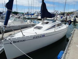 Used Beneteau First 23.5 Racer and Cruiser Sailboat For Sale