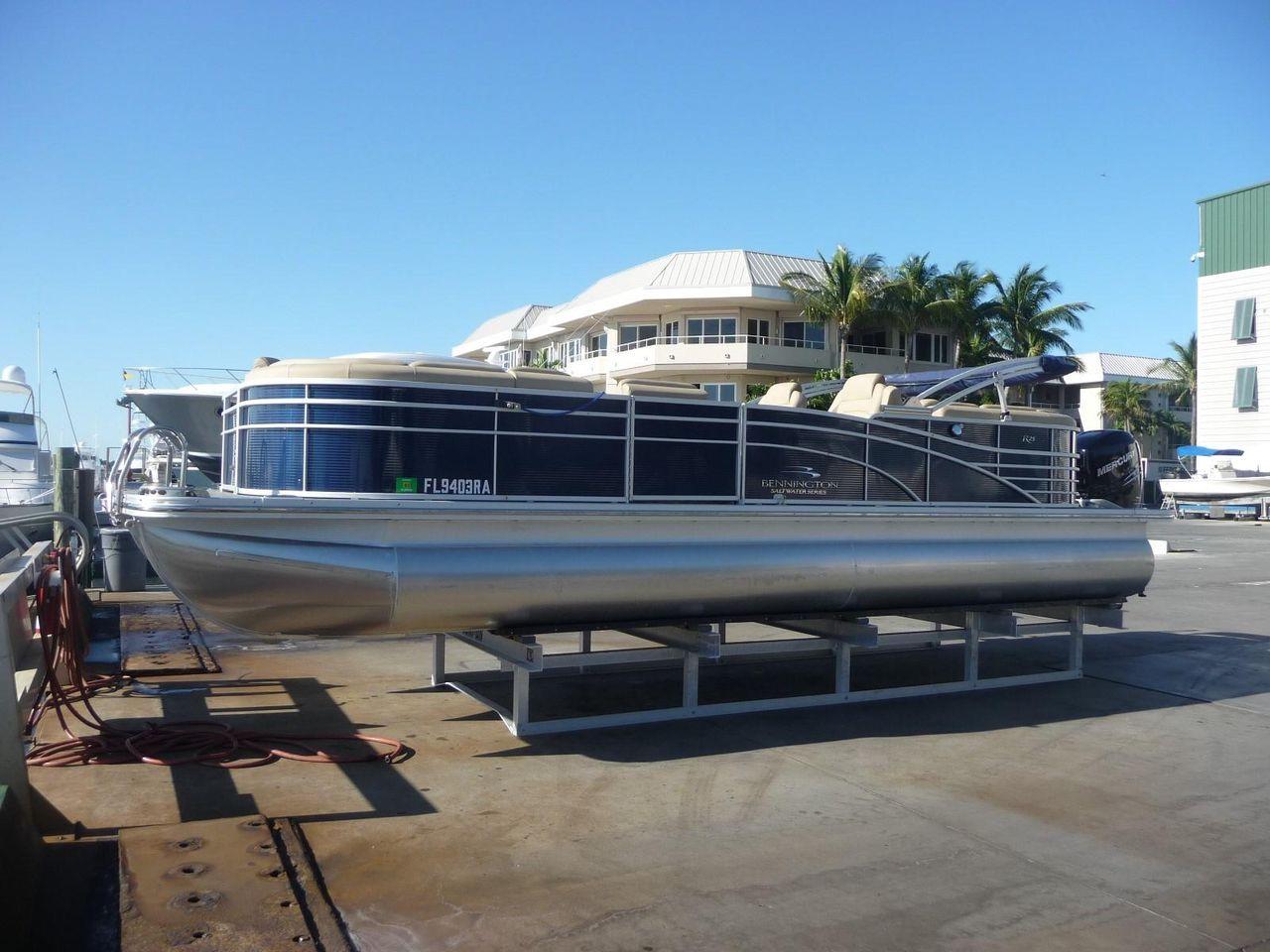2016 Used Bennington 2550 RSR Pontoon Boat For Sale