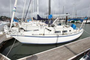 Used Newport 33 Pilothouse Daysailer Sailboat For Sale