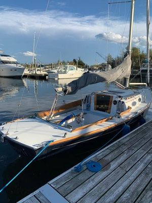 Used Alerion 28 Express Racer and Cruiser Sailboat For Sale