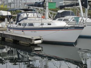 Used Newport 33 Cruiser Sailboat For Sale