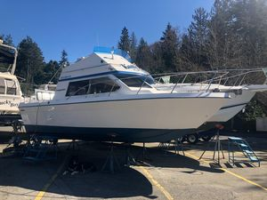 Used Commander Sedan Bridge Cruiser Boat For Sale