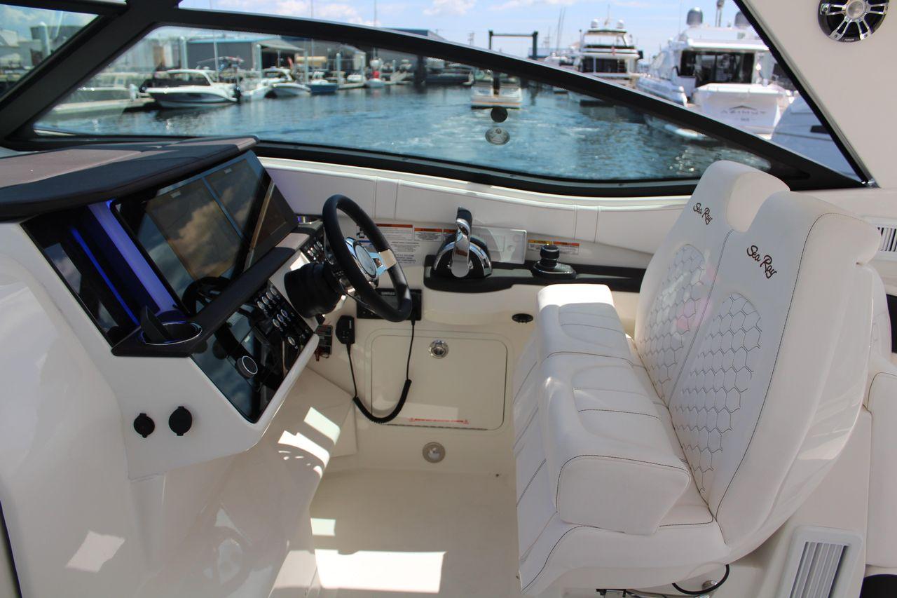 2020 New Sea Ray Sundancer 320 Outboard Cuddy Cabin Boat For