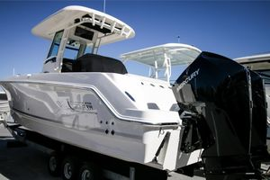 New Boston Whaler 250 Outrage Sports Fishing Boat For Sale