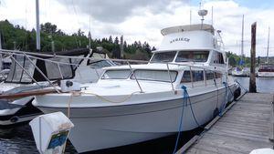 Used Uniflite FBMY Cruiser Boat For Sale