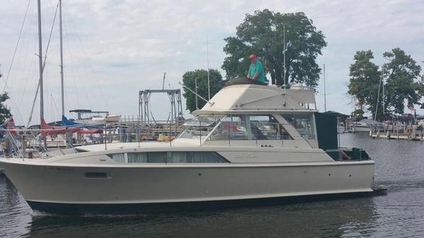 Used Chris-Craft Commander Sedan Bridge Convertible Fishing Boat For Sale