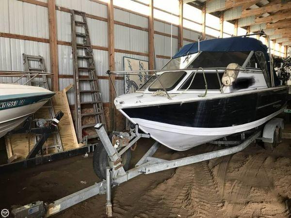 Used Crestliner Sabre 205 Aluminum Fishing Boat For Sale