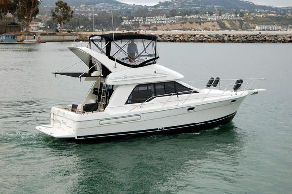Used Bayliner 3388 Motoryacht Flybridge Boat For Sale