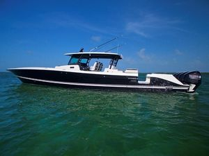 Used Hydra-Sports Suenos Center Console Fishing Boat For Sale