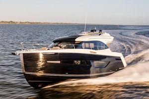 New Carver C52 Coupe Motor Yacht For Sale