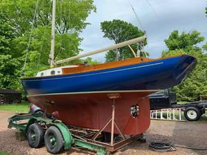 Used Bridges Point 24 Daysailer Sailboat For Sale