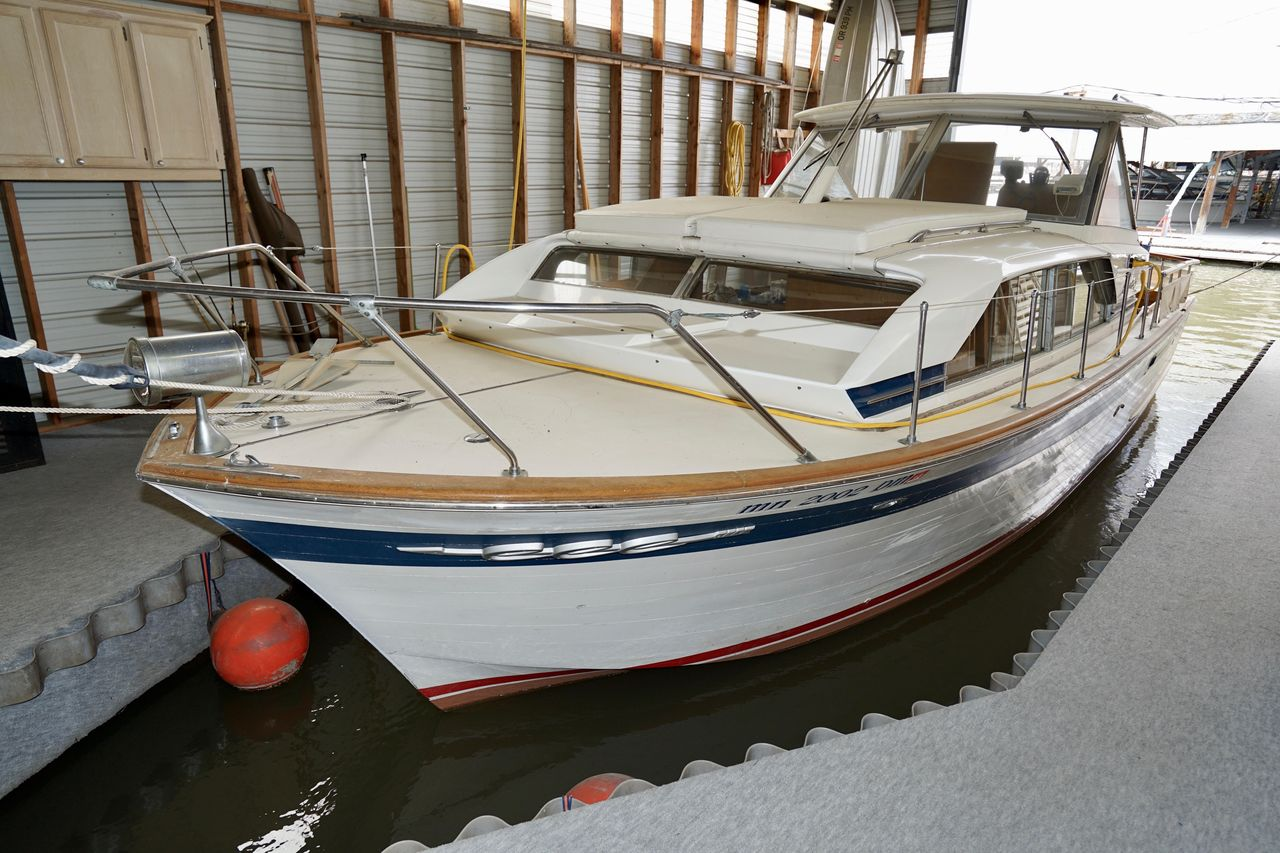 1967 Used Chris-Craft Cabin Cruiser Express Cruiser Boat For