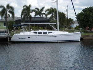 Used Hunter 39 Sailboat Racer and Cruiser Sailboat For Sale
