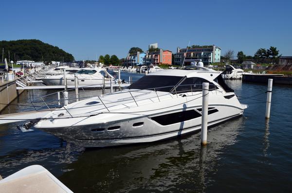 New Sea Ray 510 Sundancer Motor Yacht For Sale