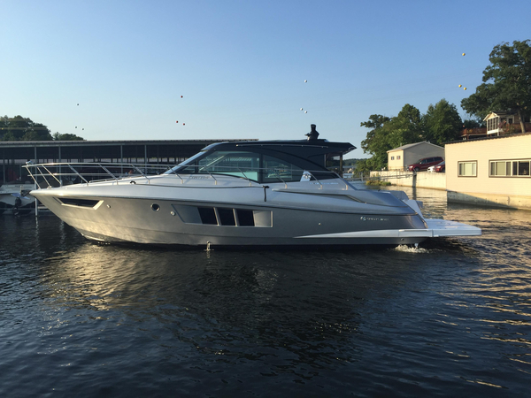 New Cruisers Yachts 45 Cantius Black Diamond Cruiser Boat For Sale