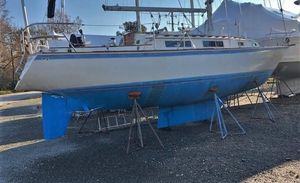 Used Sabre 34 Classic Racer and Cruiser Sailboat For Sale