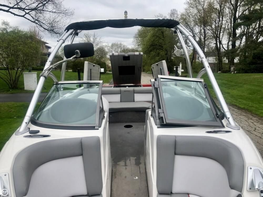 2010 Used Supra Sunsport 21V Ski and Wakeboard Boat For Sale