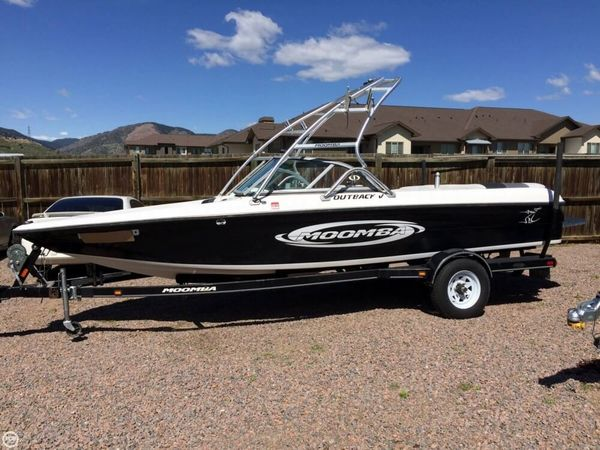 Used Moomba Outback V Ski and Wakeboard Boat For Sale