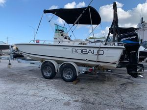 Used Robalo 2100/2109 Bayhunter (1998) Center Console Fishing Boat For Sale