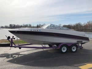 Used Four Winns 220 Horizon Bowrider Boat For Sale