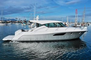 New Tiara C44 Coupe Motor Yacht For Sale