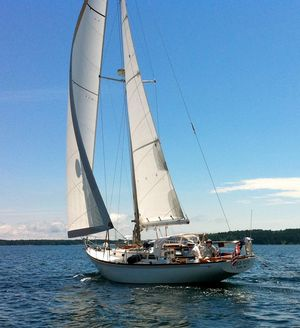 Used Hinckley B-40 MK III Sloop Sailboat For Sale
