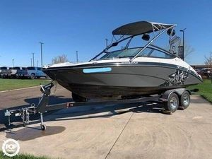 Used Yamaha 212X Ski and Wakeboard Boat For Sale