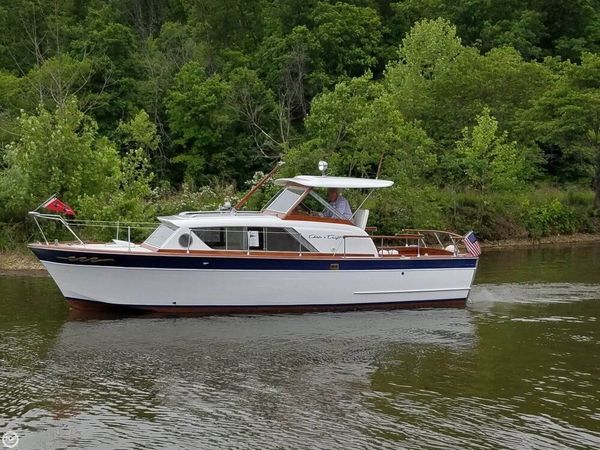 Used Chris-Craft Constellation 28 Antique and Classic Boat For Sale