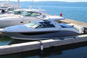 New Sea Ray SLX 400 OB Bowrider Boat For Sale