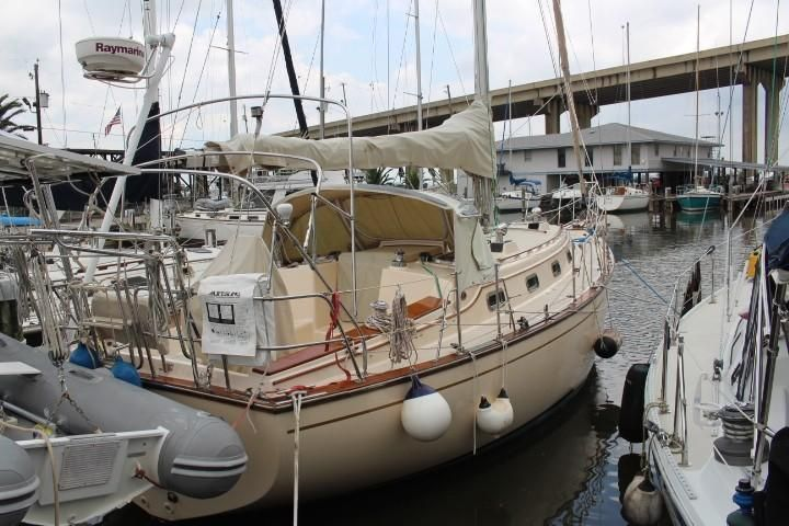 1995 Used Island Packet 37 Cruiser Sailboat For Sale - $125,000
