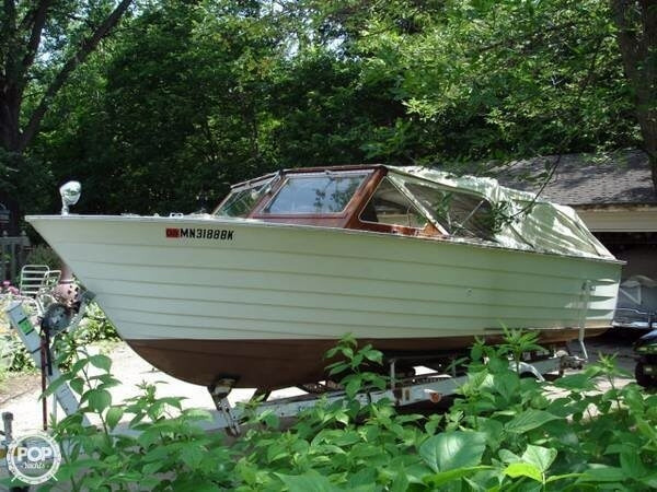 Used Carver 20 1/2' Camper Antique and Classic Boat For Sale