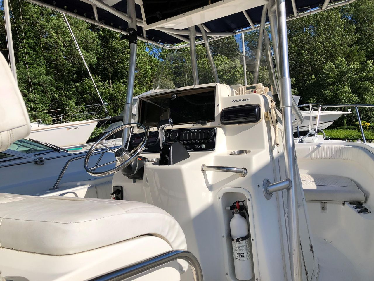 1999 Used Boston Whaler Outrage 23 Center Console Fishing