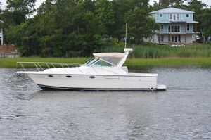 New Tiara 3100 Express Cruiser Boat For Sale