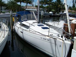 Used Beneteau Oceanis 31 Racer and Cruiser Sailboat For Sale