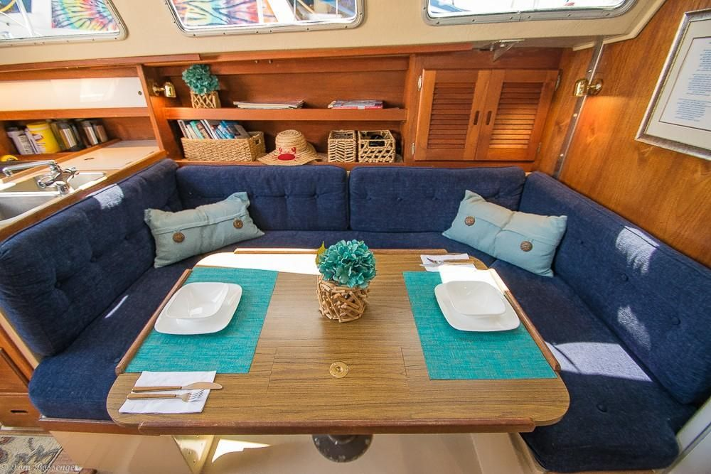 1986 Used Catalina 38 Racer and Cruiser Sailboat For Sale