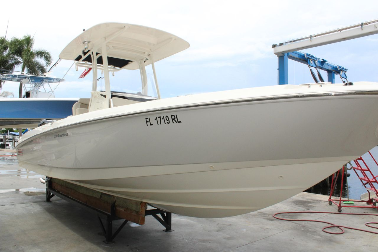 2017 Used Boston Whaler 270 Dauntless High Performance Boat