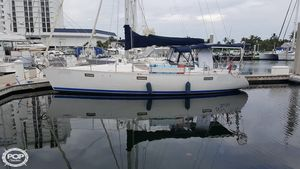 Used Beneteau 390 Racer and Cruiser Sailboat For Sale