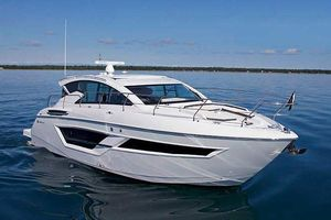 New Cruisers Yachts 46 Cantius Motor Yacht For Sale