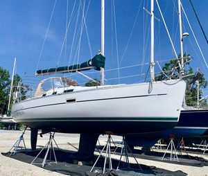 Used Beneteau Oceanis 323 Cruiser Sailboat For Sale