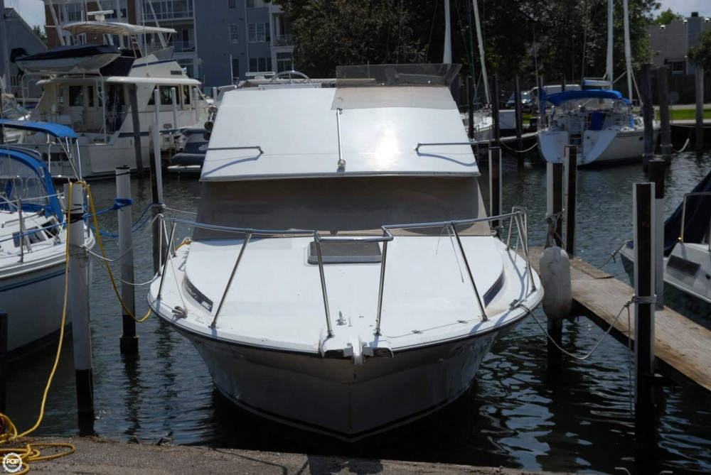 1985 used bayliner 2850 command bridge sports fishing boat for Fishing boats for sale in michigan
