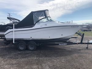 Used Seaswirl 2101 Striper DC Cruiser Boat For Sale