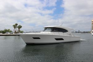 Used Riviera 525 SUV Cruiser Boat For Sale
