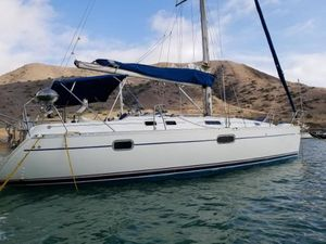 Used Beneteau Oceanis 352 Racer and Cruiser Sailboat For Sale
