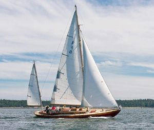 Used Herreshoff Fishers Island 31 Antique and Classic Boat For Sale