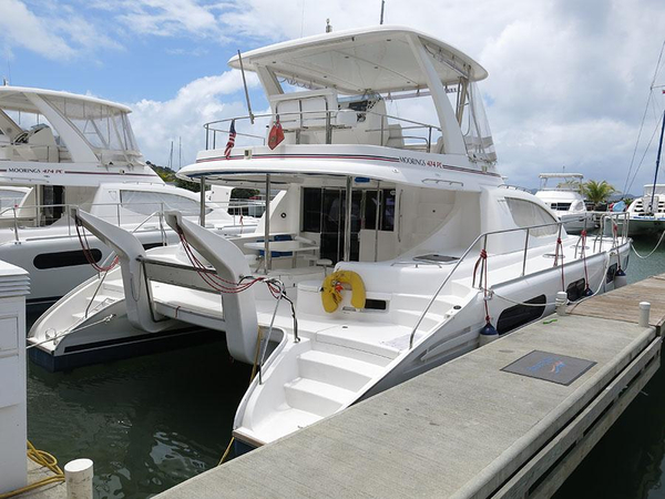 Used Robertson And Caine Leopard 47 PC Power Catamaran Boat For Sale